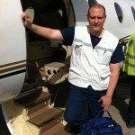 David AUDIBERT devant un avion sanitaire
