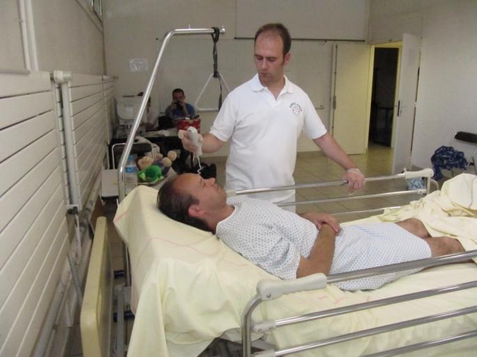 Du lit au brancard : méthode de la potence