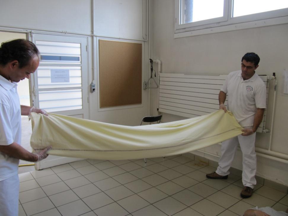 Réhaussement du sol au lit avec un baudrier