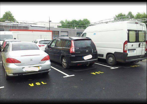 Les ambulanciers et les places de parking