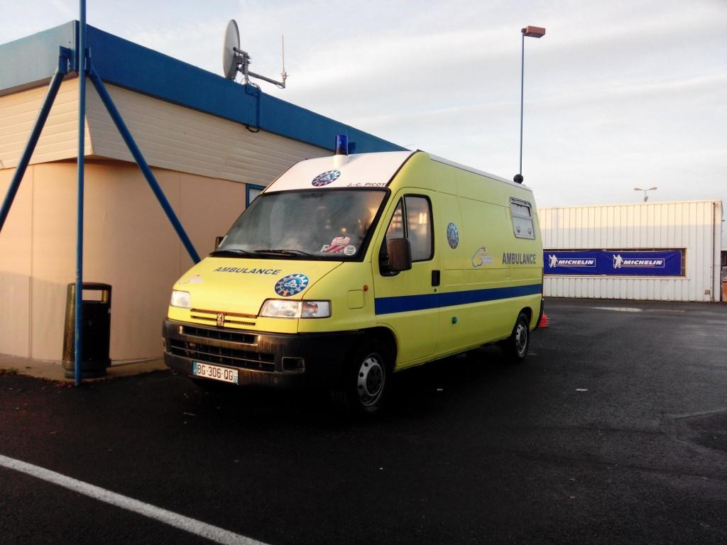 Stage de conduite d'urgence pour les ambulanciers