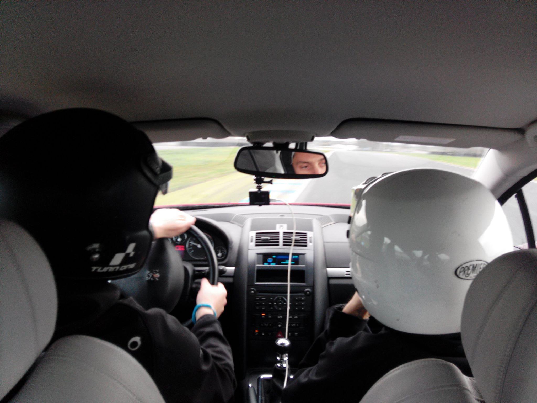 Stage de conduite d'urgence sur le circuit du Mans pour les ambulanciers