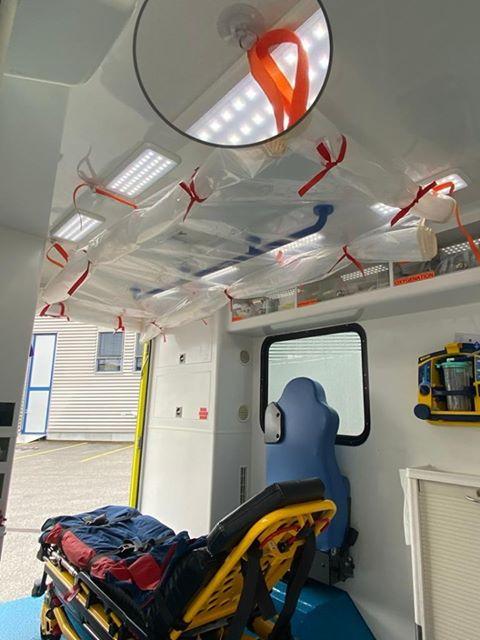91056561 150194459662210 6530041858494562304 n L' Ambulancier : le site de référence Covid 19 et caisson de protection pour brancard de l'ambulance