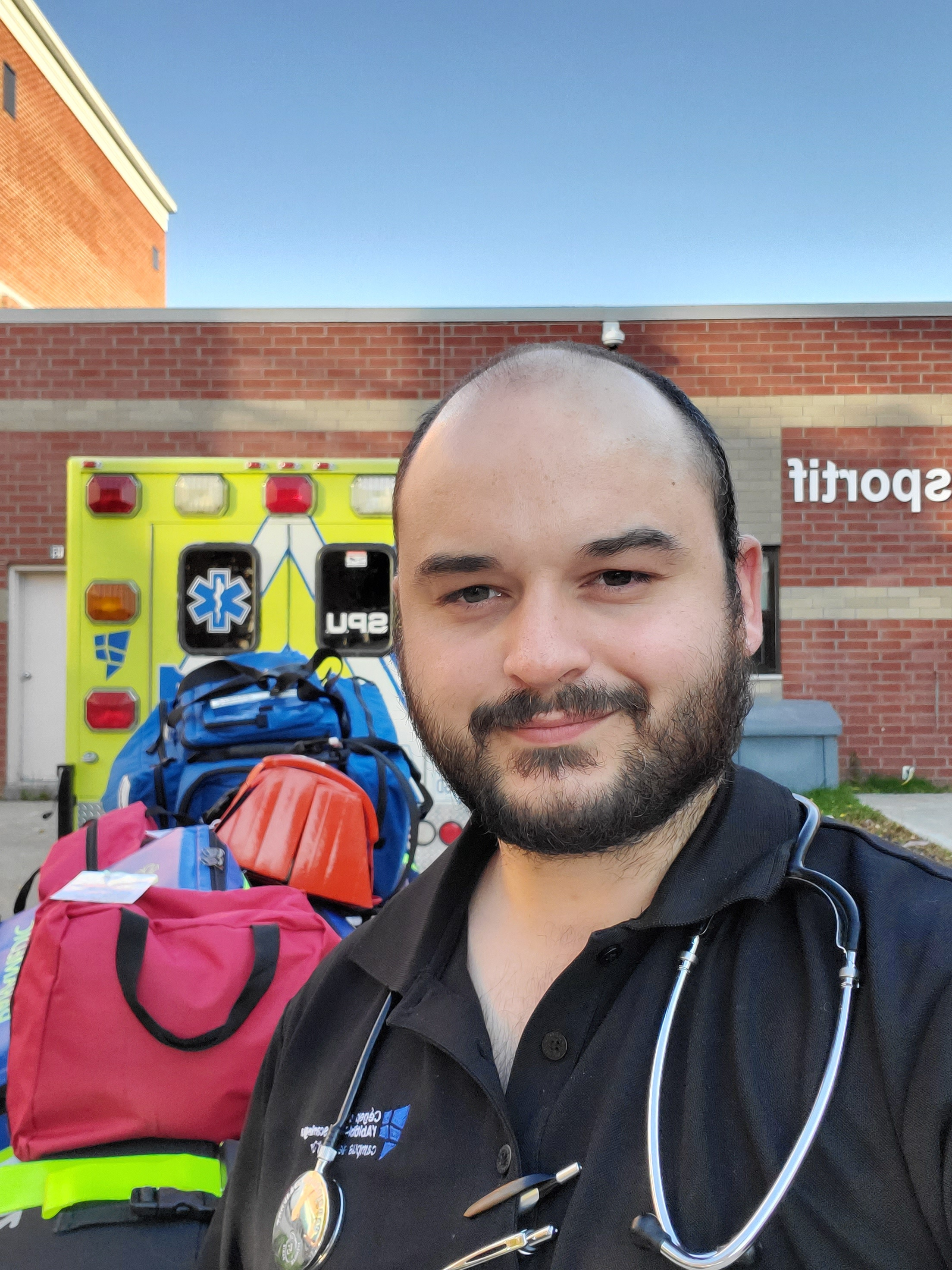 alexandre-sarthe-ambuylancier-paramedic-québec-ambulancier-le-site